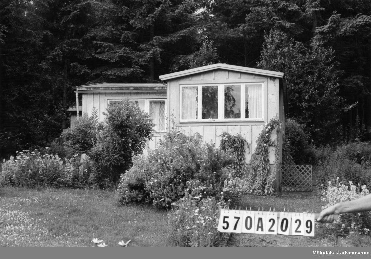 Byggnadsinventering i Lindome 1968. Annestorp 6:30. Hus nr: 570A2029. Benämning: fritidshus och redskapsbod. Kvalitet, fritidshus: mindre god. Kvalitet, redskapsbod: god. Material: trä, masonit. Tillfartsväg: framkomlig. Renhållning: soptömning.