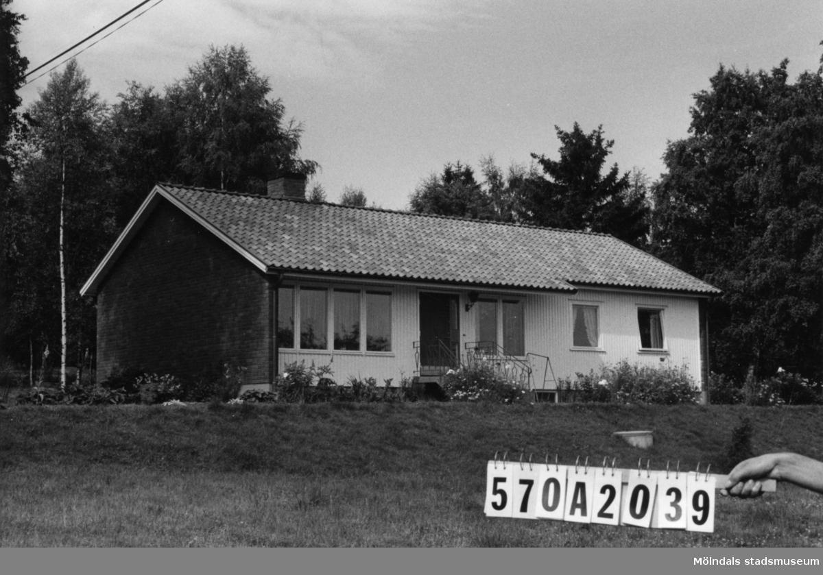 Byggnadsinventering i Lindome 1968. Annestorp (6:8). Hus nr: 570A2039. Benämning: permanent bostad. Kvalitet: mycket god. Material: rött tegel, trä. Tillfartsväg: framkomlig. Renhållning: soptömning.