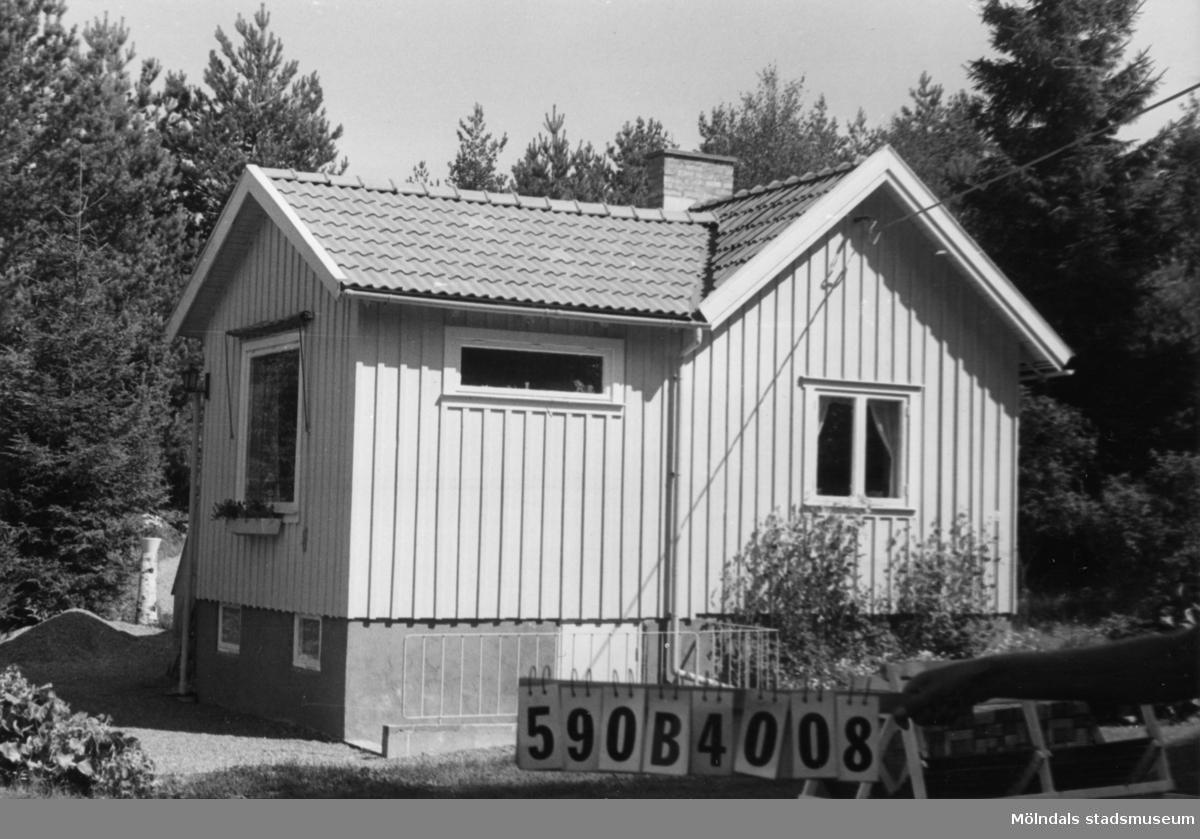 Byggnadsinventering i Lindome 1968. Hällesåker 4:40. Hus nr: 590B4008. Benämning: fritidshus och gäststuga. Kvalitet: god. Material: trä. Tillfartsväg: framkomlig. Renhållning: soptömning.