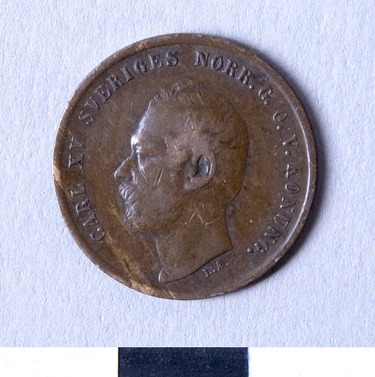 Åtsidan: Carl XV:s porträtt i profil. Frånsidan: Lagerkrans.