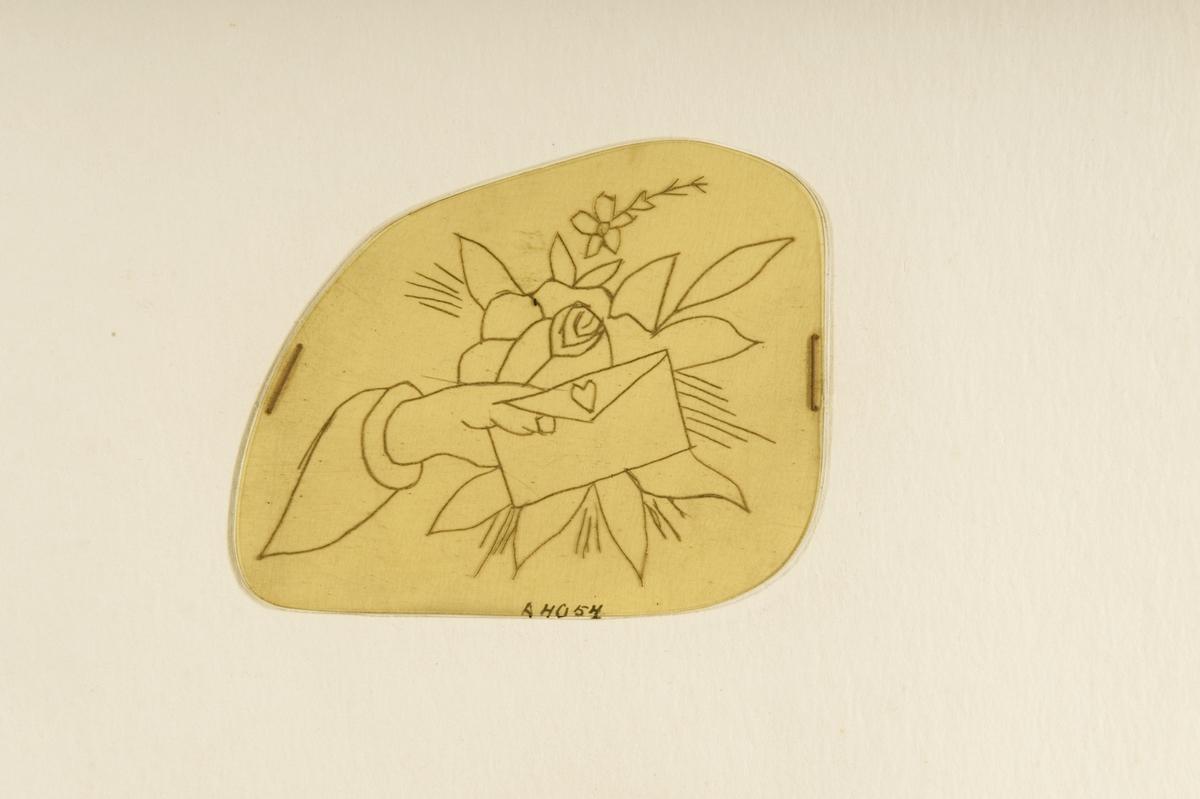 Tatueringsförlaga. En hand hållande i ett kuvert förseglat med ett hjärta. I bakgrunden en ros.