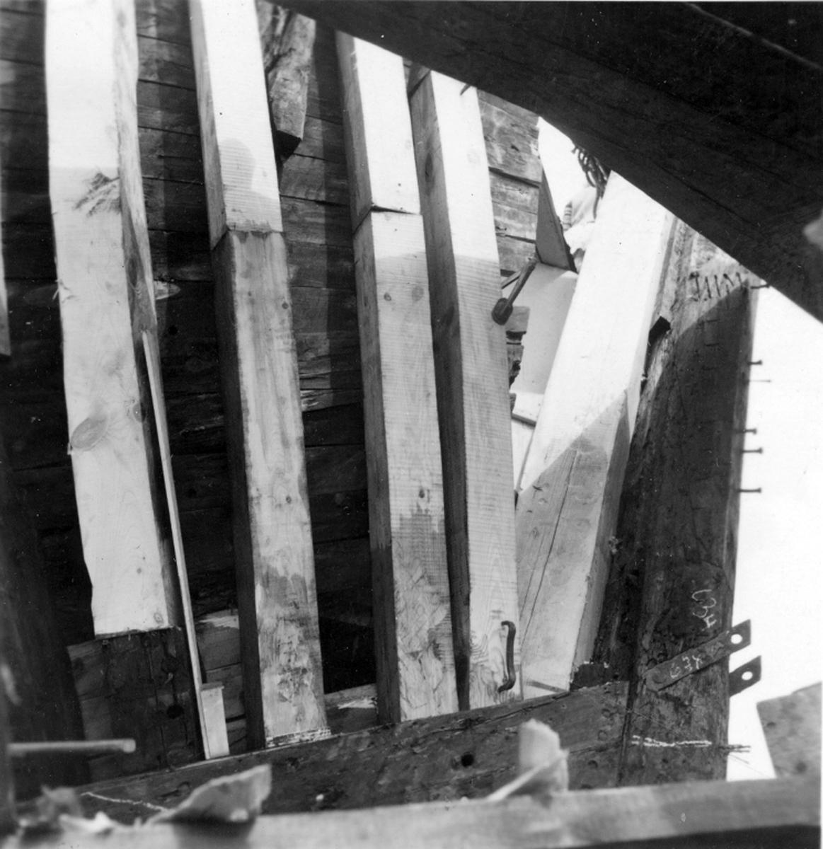 M/S Don Carlos från Säffle. Ny stävföljare sättes in, aug 1954.