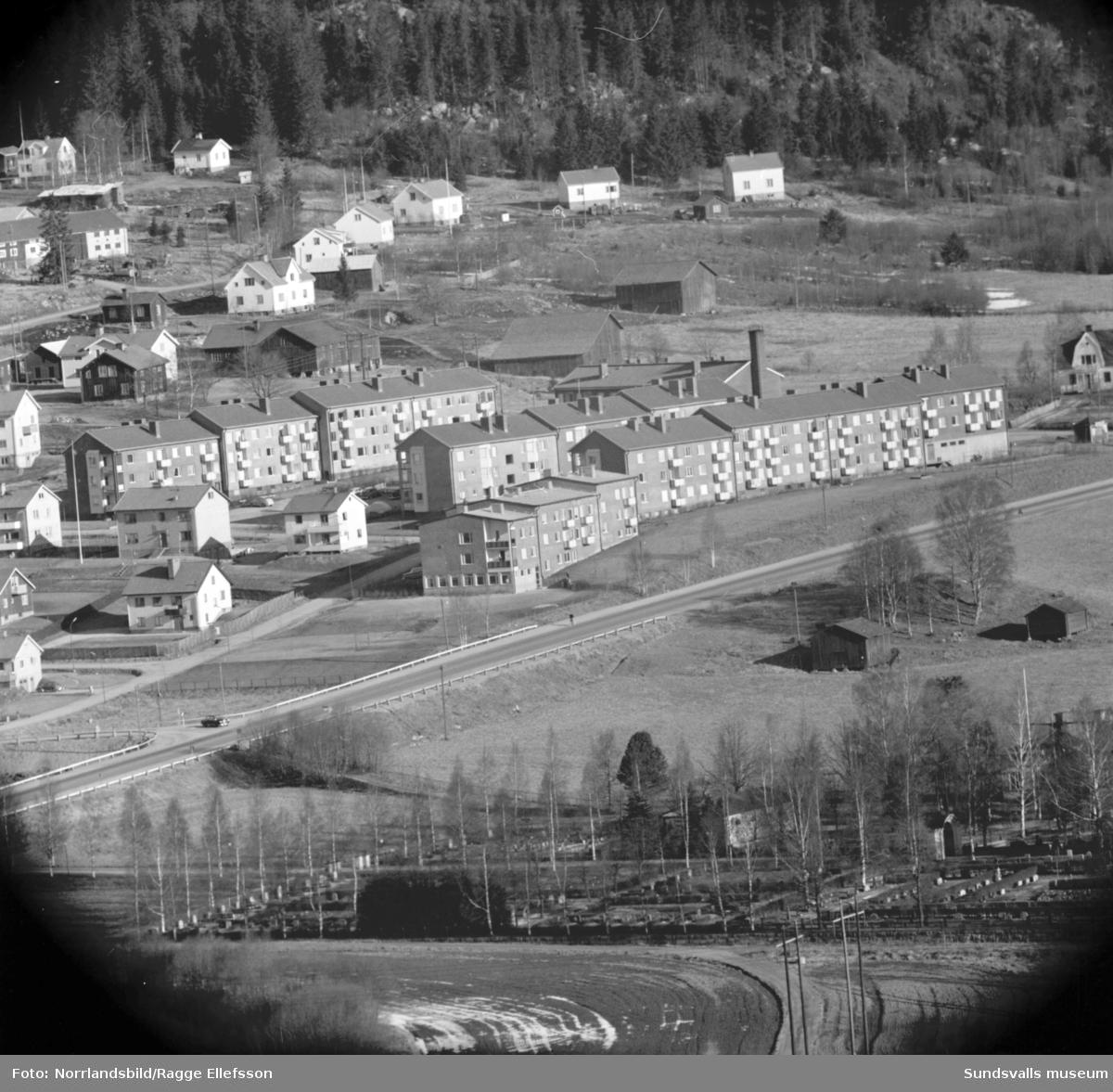 Vyer över Timrådalen, Vävland och kyrkan fotograferat från Skönviksberget.