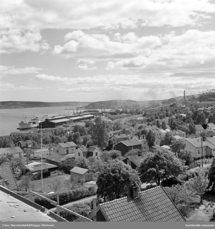 Huvudgatan i Timrå med bland annat Domus, bostadshus och en del byggnationer som pågår.