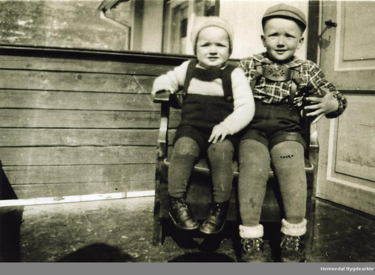 Frå venstre: John Wøllo og Olav Wøllo, ca. 1949