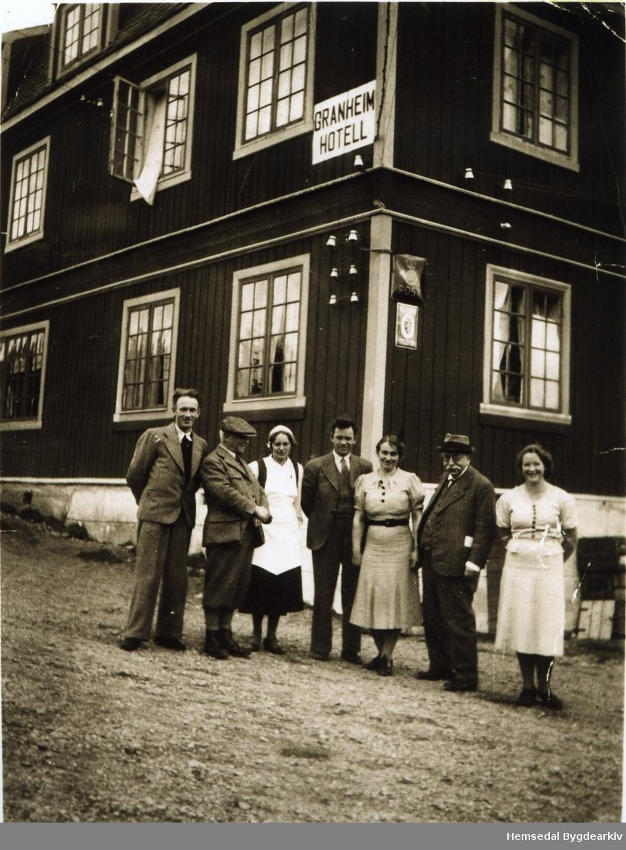 Granheim i Gol, 1935-1940. Frå venstre: nr.4: Steinar Granheim, nr.5 Margit Granheim og nr.7 Gunvor K. Kirkebøen