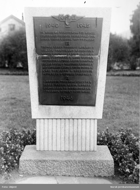 Minnetavle over falne NSB-ansatte i Drammen distrikt under 2. verdenskrig