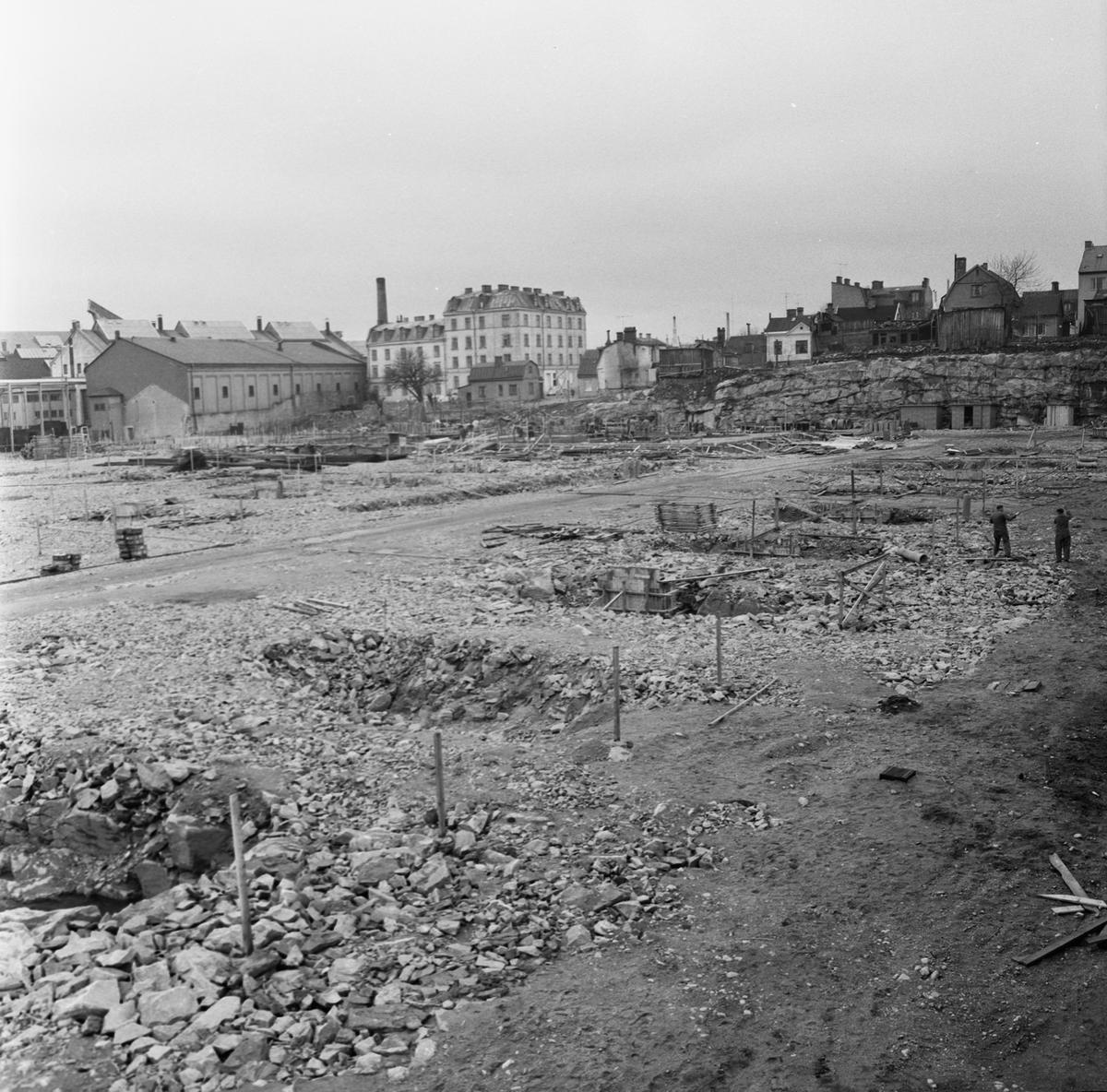 Övrigt: Fotodatum:14/5 1962. Byggnader och Kranar. Närmast identisk bild: V23795, ej skannad. Nybyggations område. Nya plåtverkstan