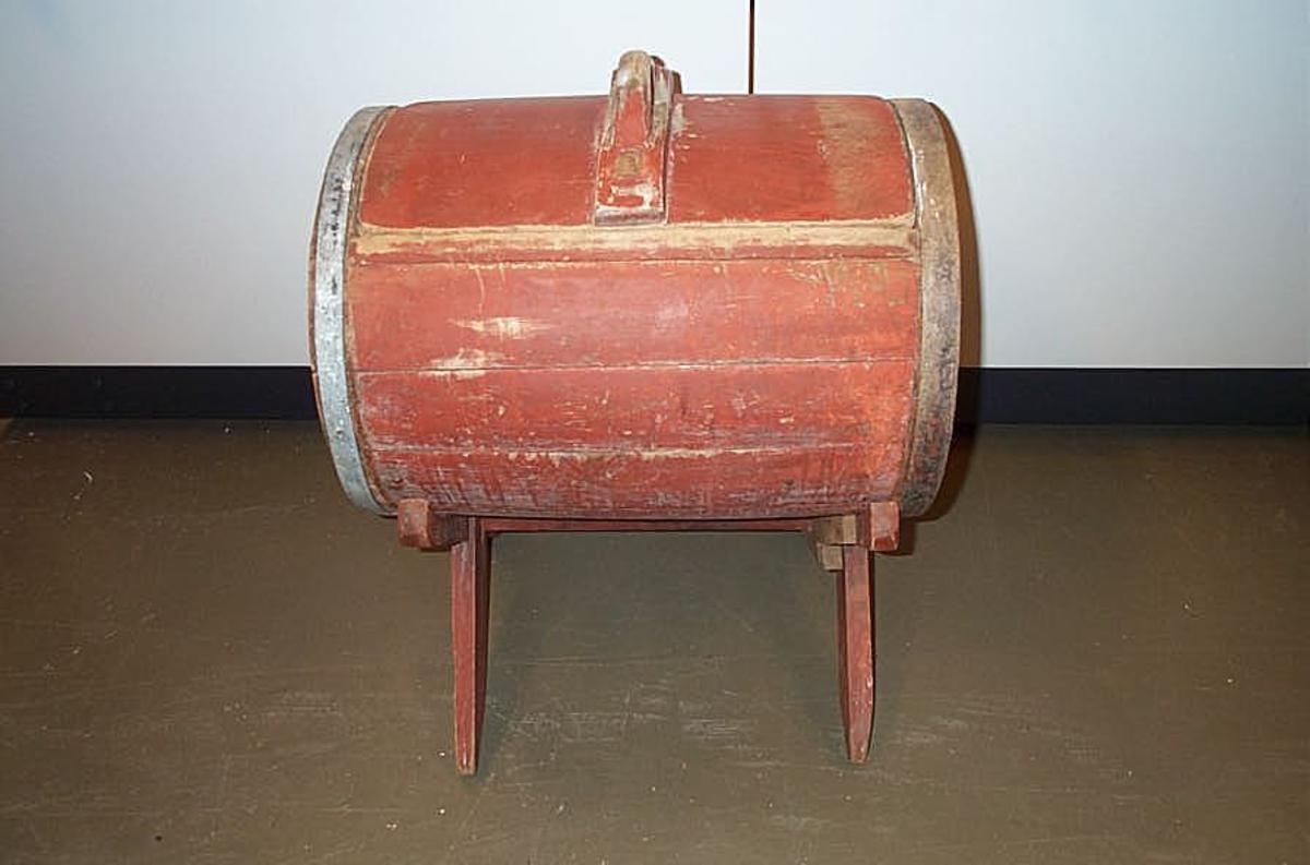 Form: Sylinderforma Kinna/DHS.31254 er kjøpt på auksjon i Høyheimsvik  i 1998 av givar.