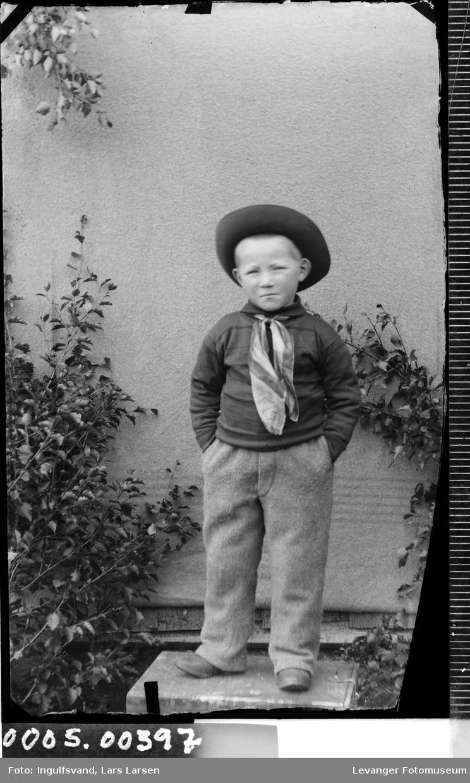 Portrett av gutt.