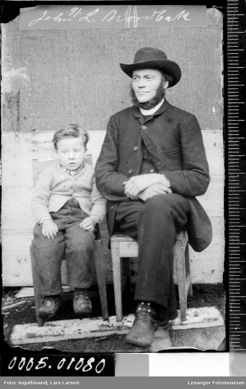 Portrett av en mann og en gutt