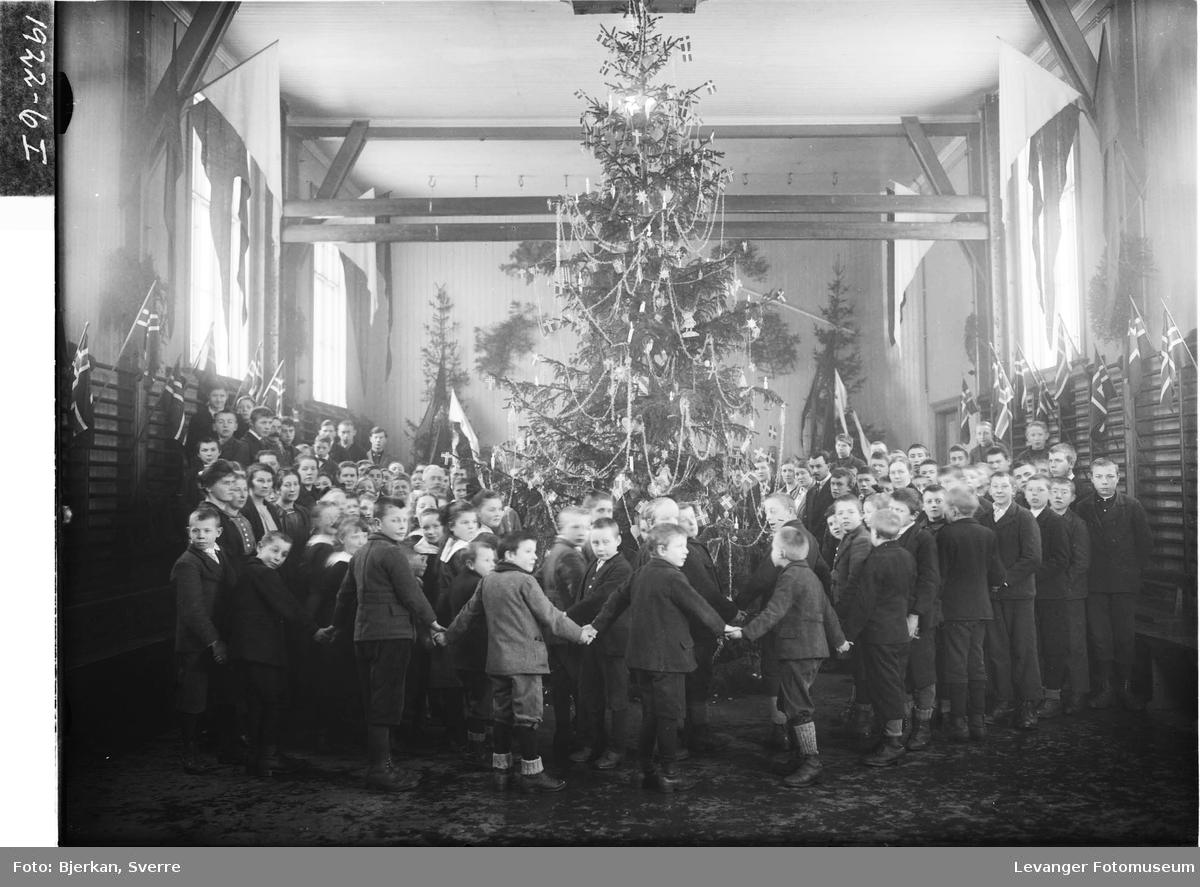 Juletrefest for barna på Røstad skole