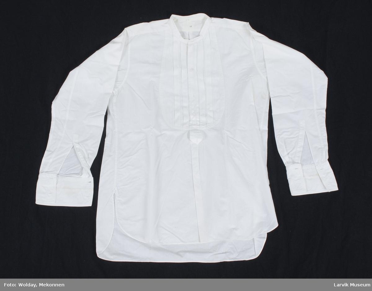 Form: hvitt lerret,bryststykke av hvitt bomullstøy med