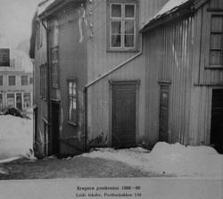 Kragerø postkontor 188-1895, leide lokaler i posthusbakken 1