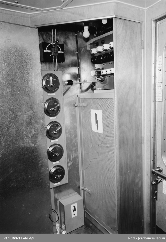Personvogn litra Bo3l (B3) - skap for varmeanlegg og ventilasjon