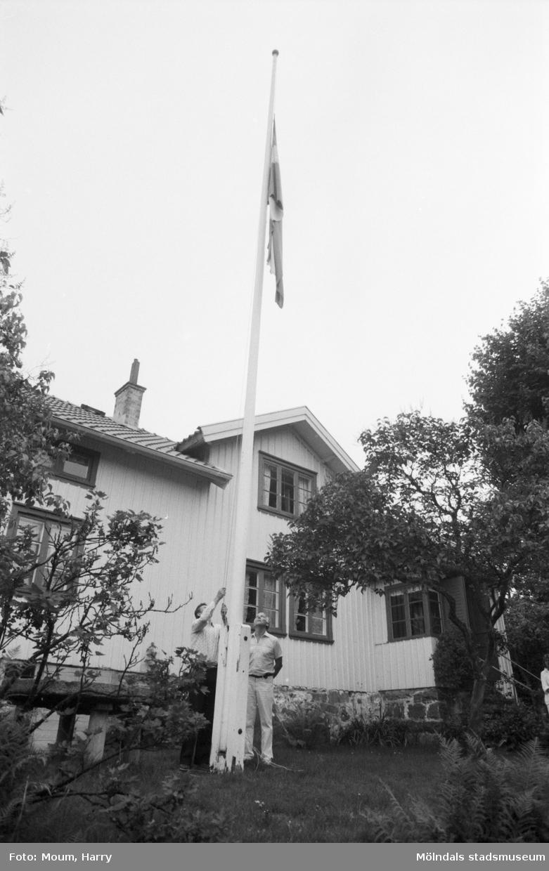 Gudstjänst vid Börjesgården i Hällesåker, Lindome, år 1984.  För mer information om bilden se under tilläggsinformation.