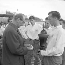 Fotbollsspelarna Hasse Samuelsson och Rolf Tärneberg från Ku