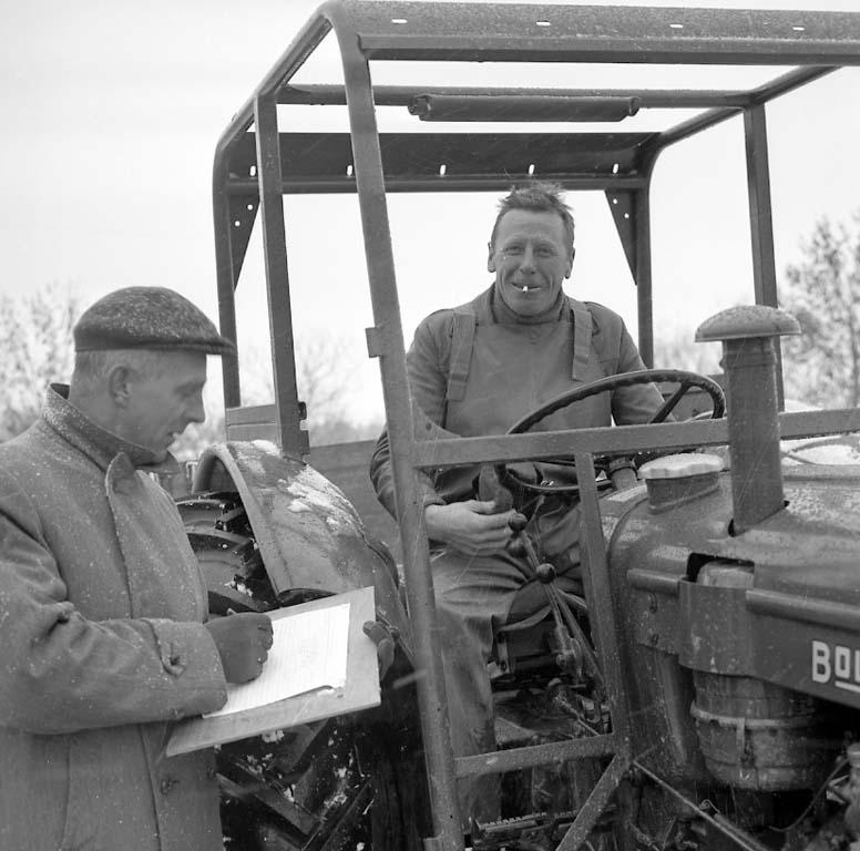 """Enligt notering: """"Traktortävling Nov -60""""."""