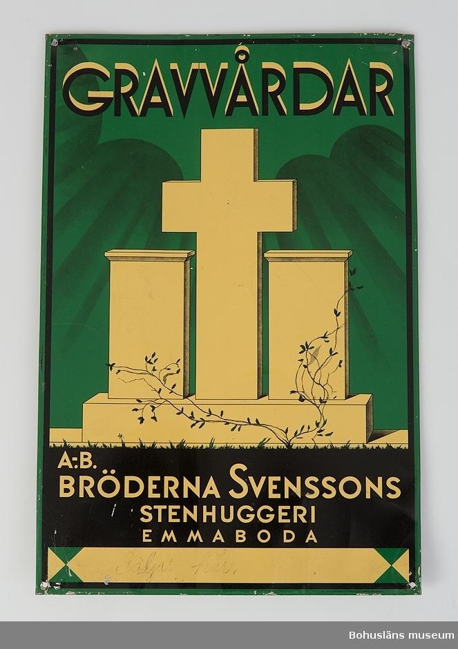 Plåtskylt med bild av gravstenar och ett kors mot grön bakgrund  Text:  GRAVVÅRDAR A. B.  BRÖDERNA SVENSSONS STENHUGGERI EMMABODA