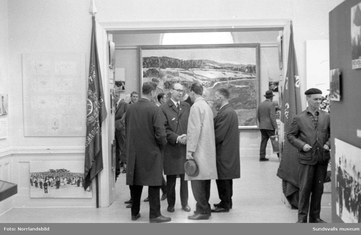 Vernissage på 1 Maj-utställningen på Sundsvalls museum.