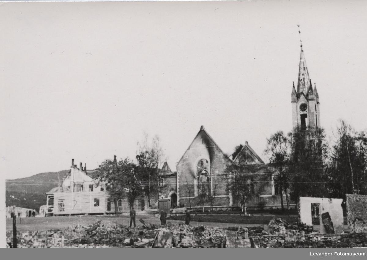 Steinkjer kirke etter bombingen,