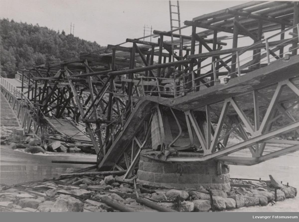 Midlertidig reparasjon av sprengt bro.