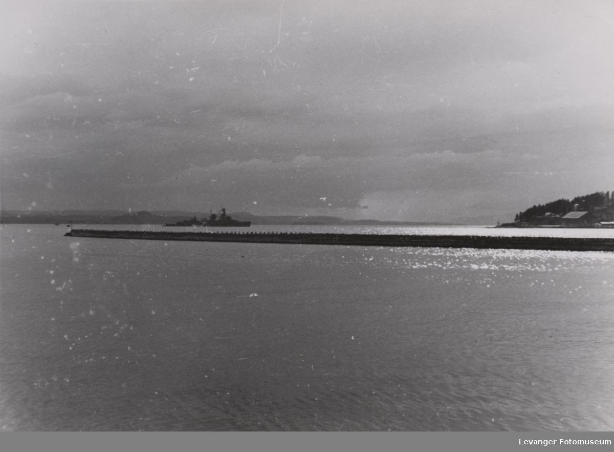 Den lette krysseren Nürnberg i Trondheimsgjorden, sted usikkert.
