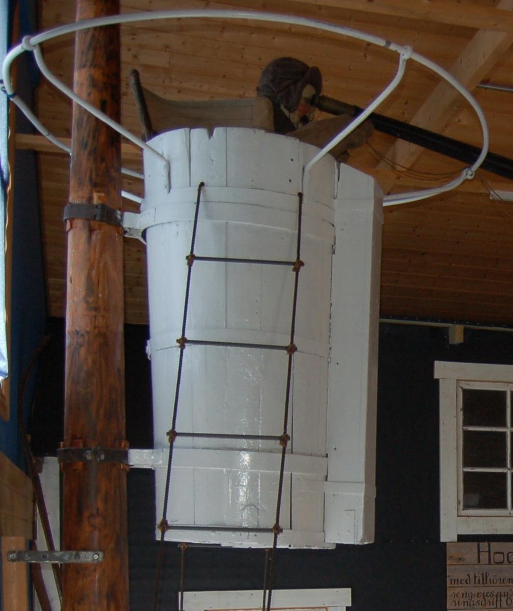 Utkikstønne plassert i toppen av formastra på ishavsskutene. Tønna var til for skipperen å bedre finne råker/veger for skuta gjenom isen, og til å speide etter fangst. Øverst er der en jernring (tønnering) til sikkerhet ved entring ut og inn av tønna. På kanten er det montert en avtagbar skjerm til vern mot vind og snøkov.