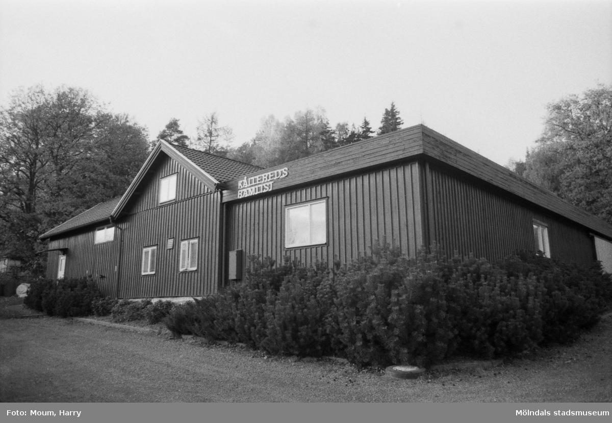 """Fotografi från Kållereds Ramlist, år 1984. """"En lada i Kållered har förvandlats till industri.""""  För mer information om bilden se under tilläggsinformation."""