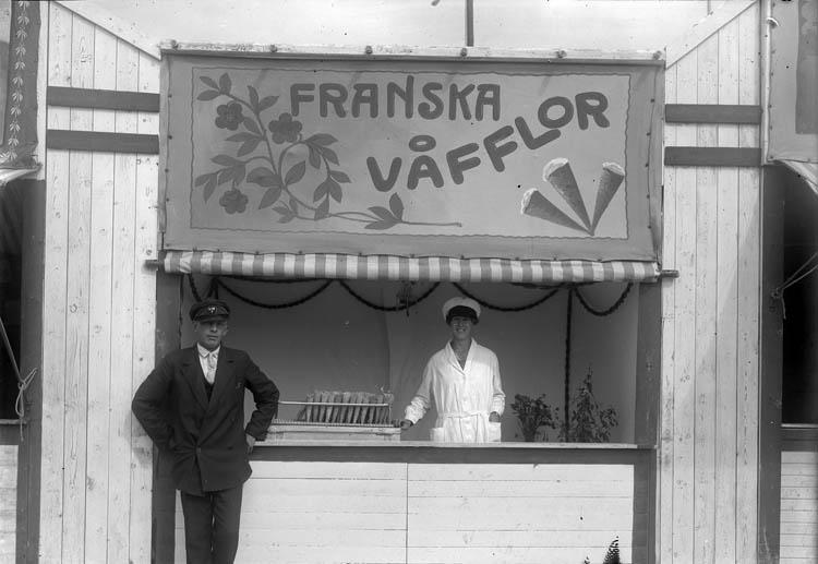 """""""Franska våfflor"""" till försäljning i stånd på Uddevallautställningen 1928"""