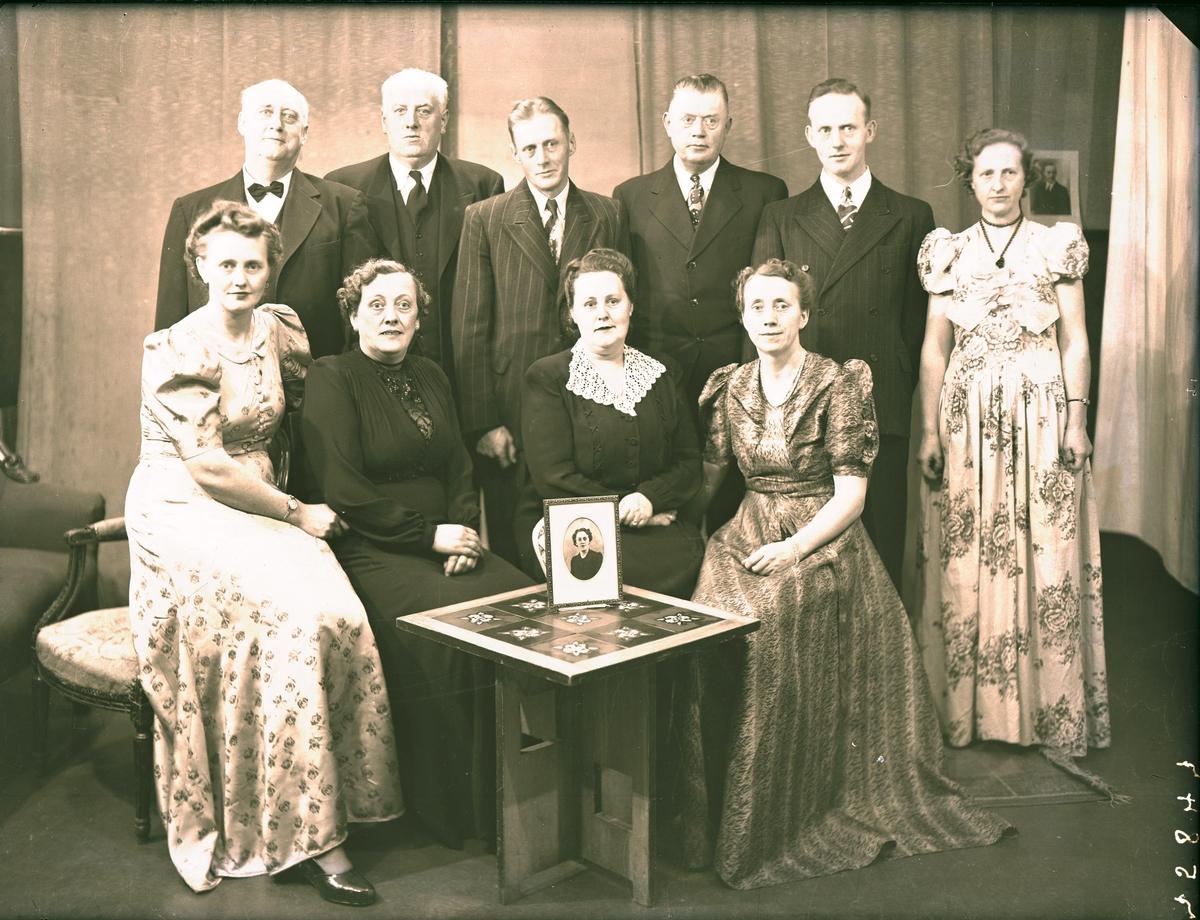 Gruppebilde - Sigurd Hansen med familie