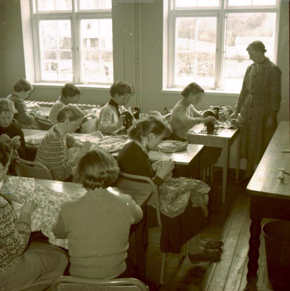 Interiør - Gruppe - Husmorskolen.Husmorskolen i Haugesund.
