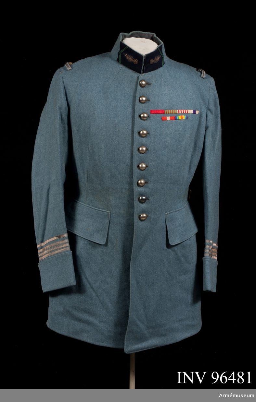 Medaljband från vänster till höger: Hederslegionen, Krigskorset 1914-1918, Krigsminnesmedalj 1914-1918, Engelska Military cross, Okänt och 1914-1918 medalj för den allierade segern.