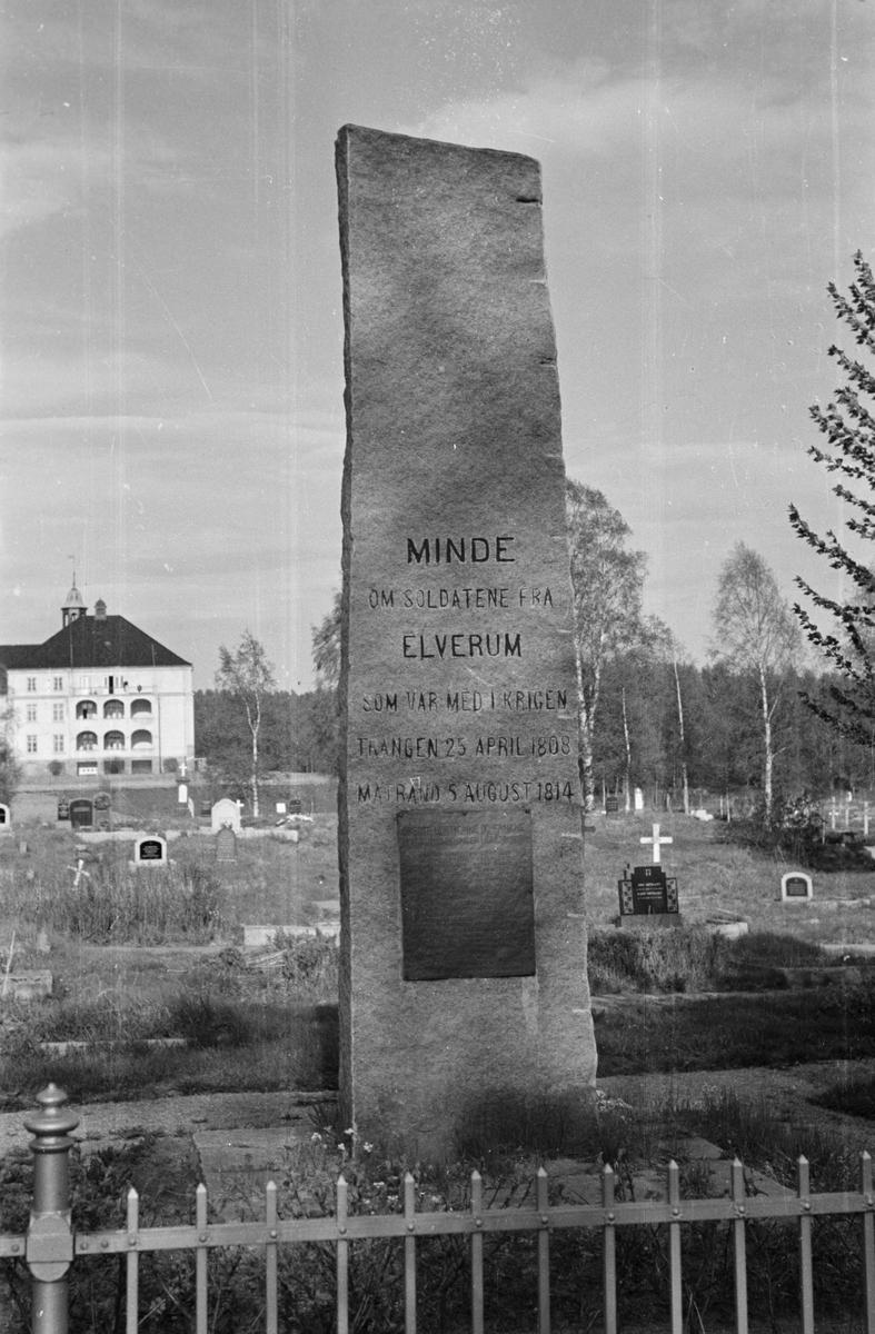 Minnebauta på Elverum kirkegård over falne ved Trangen 1808 og Matrand 1814.