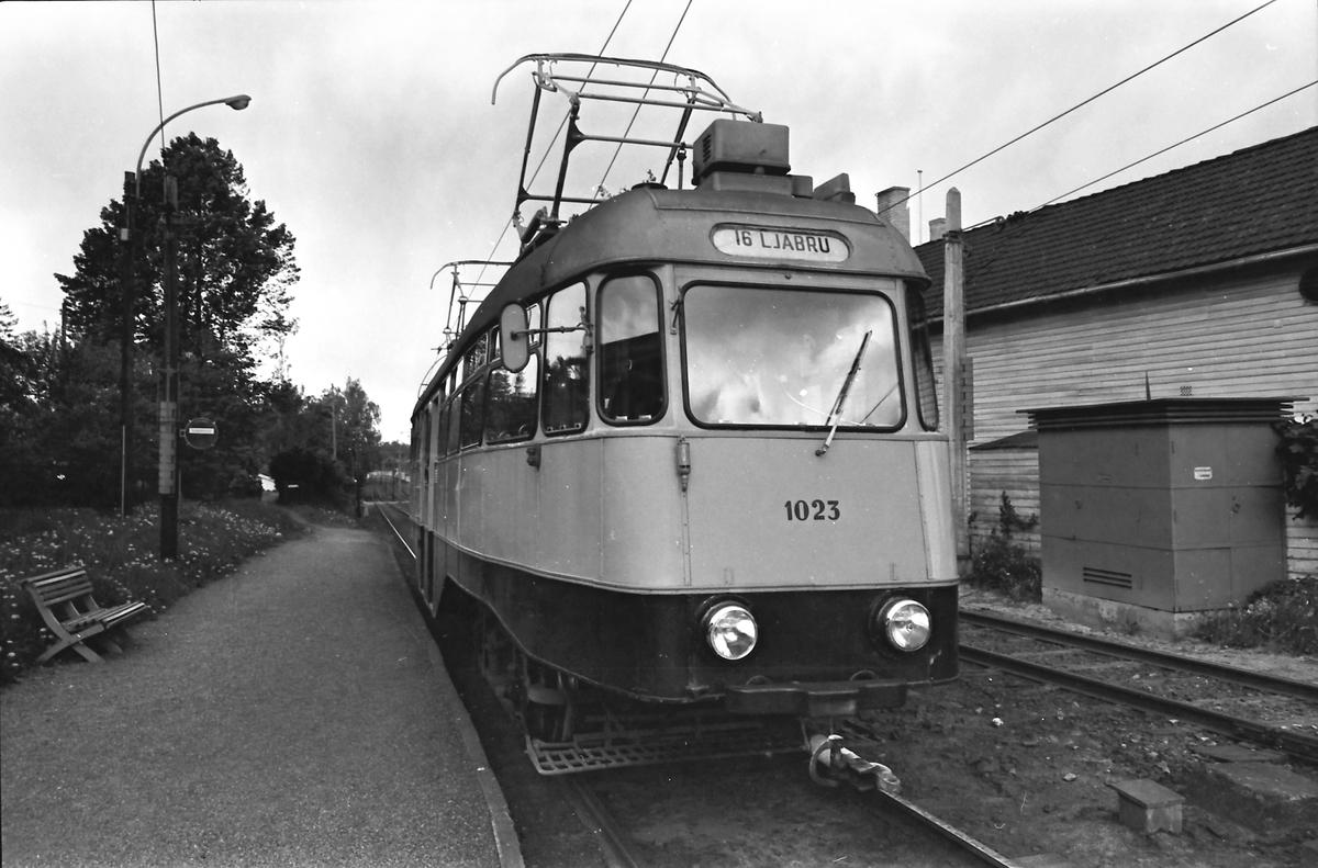 Ekebergbanen, Oslo Sporveier. Vogn 1023. Bråten holdeplass.