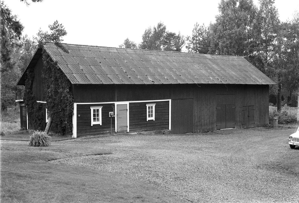 Brygghus och garage, Kvarntorp, Årby 1:2, Rasbokils socken, Uppland 1982
