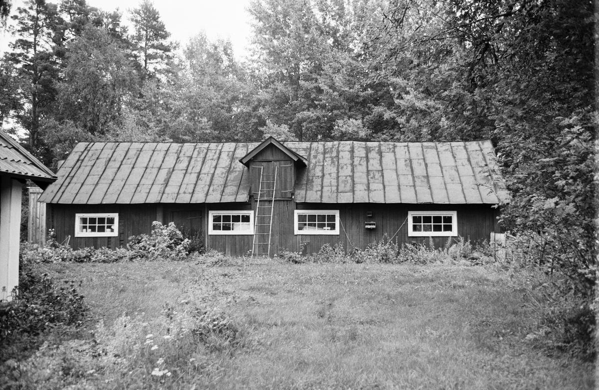 Uthus, Nyhagen, Helgeby 1:6, Rasbokils socken, Uppland 1982