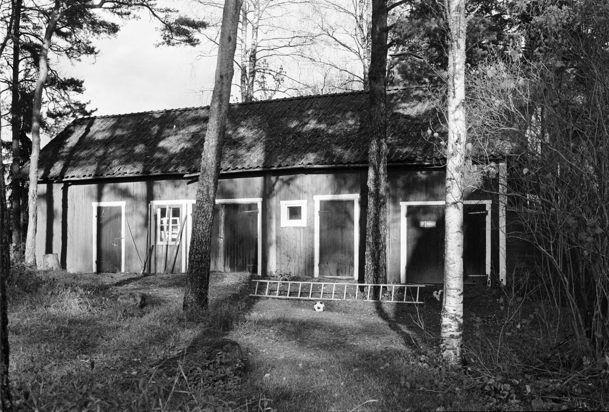 Uthus, Skogstibble 1:4, Skogs-Tibble socken, Uppland 1985