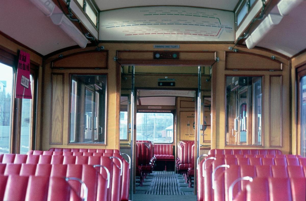 A/S Holmenkolbanen. Interiør i vogn 31, type 1909. (Skabo, Westinghouse, HKB verksted)
