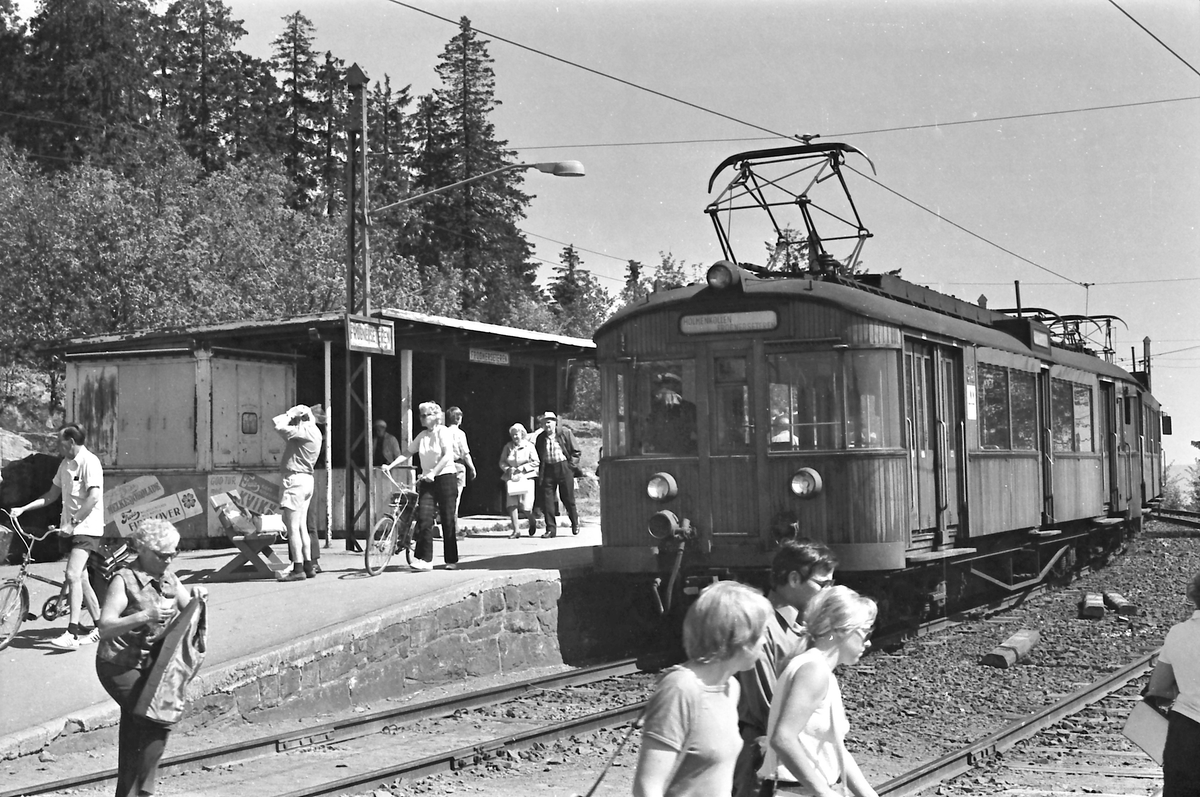 A/S Holmenkolbanen. Tryvannsbanen. Frognerseteren stasjon. Vogn 612, type 1951 (Skabo, NEBB)