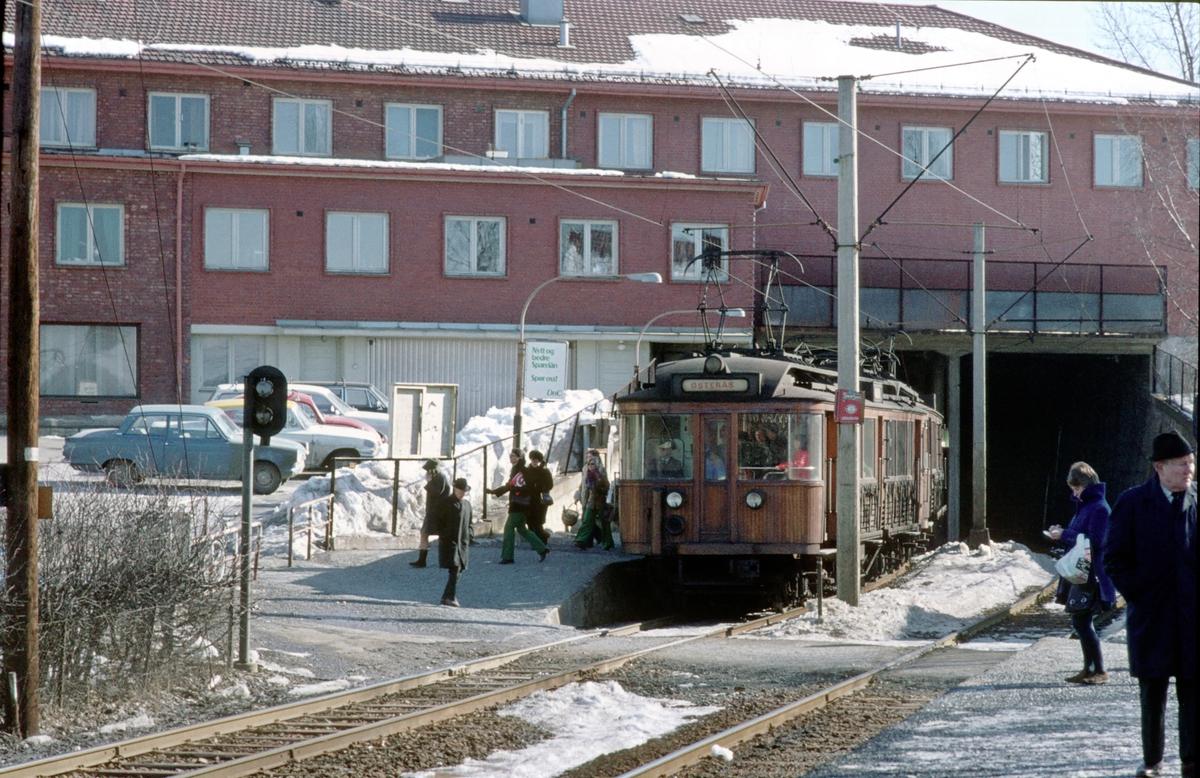 A/S Holmenkolbanen. Røabanen. Røa stasjon. Vogn 33 og 36, type 1909 (Skabo, Westinghouse, HKB verksted)