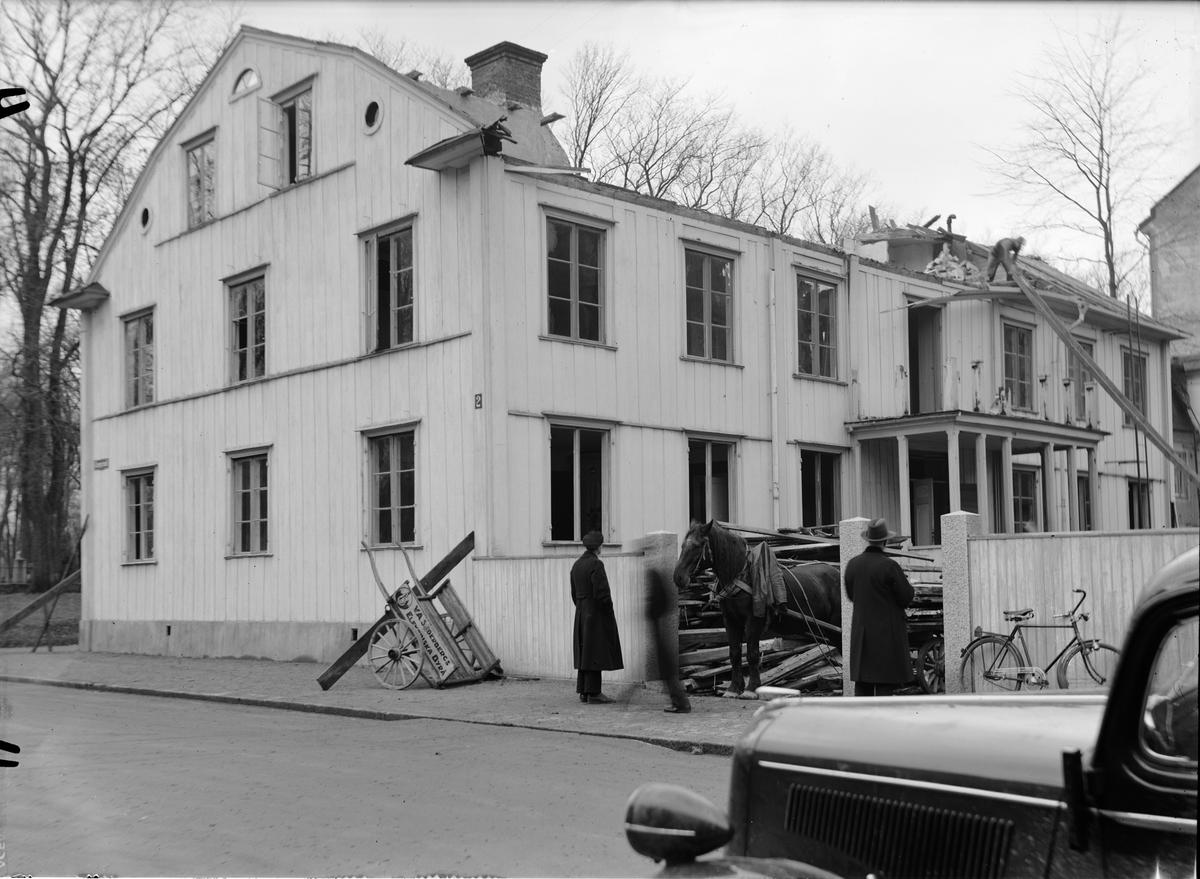 Rivning av flerbostadshus, Kyrkogårdsgatan - Gropgränd, kvarteret Kamphavet, Uppsala 1936