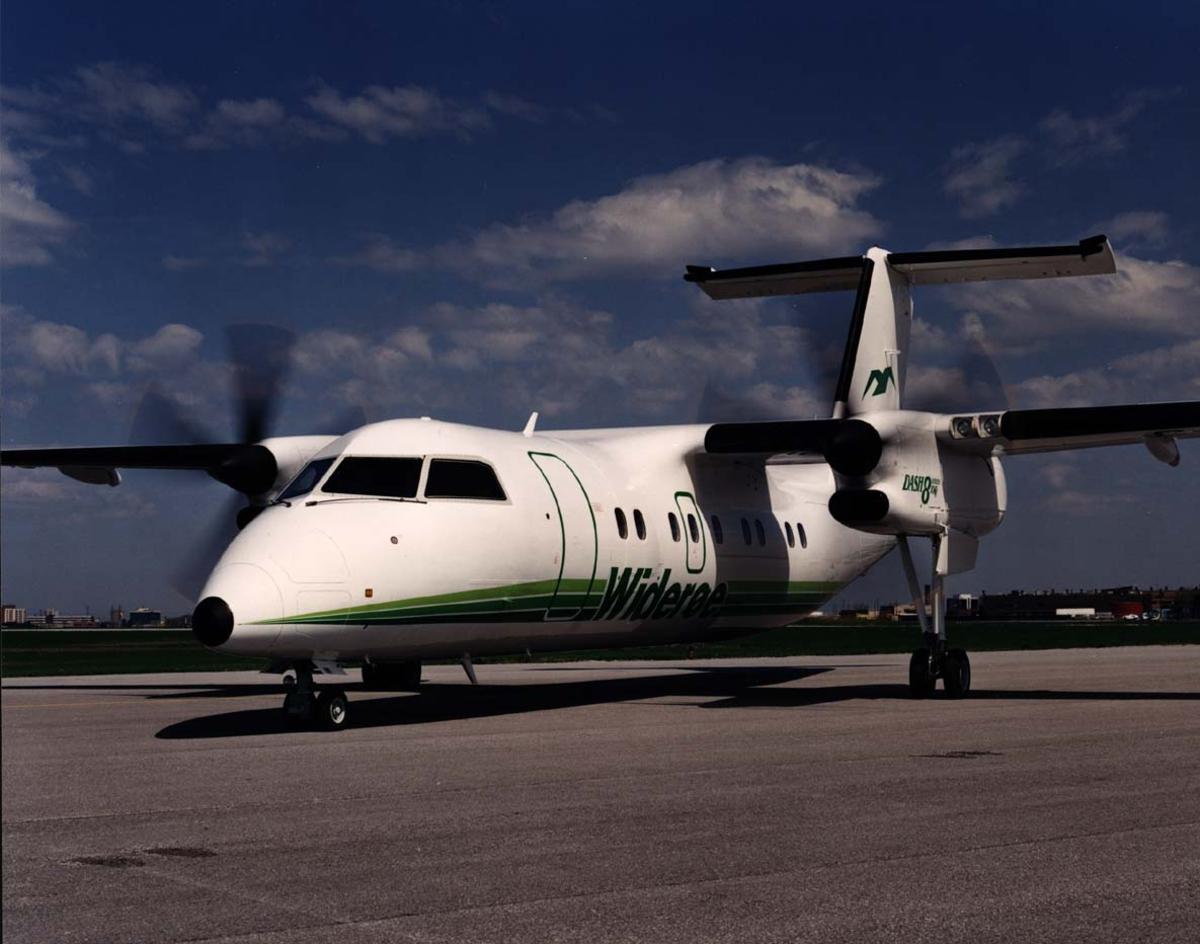 Lufthavn. 1 fly på bakken DHC-8 - 100  fra Widerøes Flyveselskap A/S