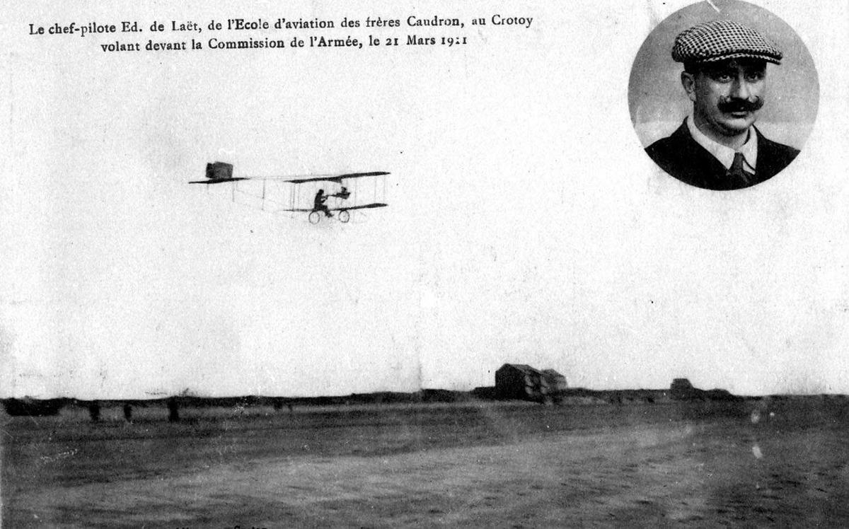 Postkort. Ett fly like over bakken, Caudron A. Portrett av en person, mann, innfelt.