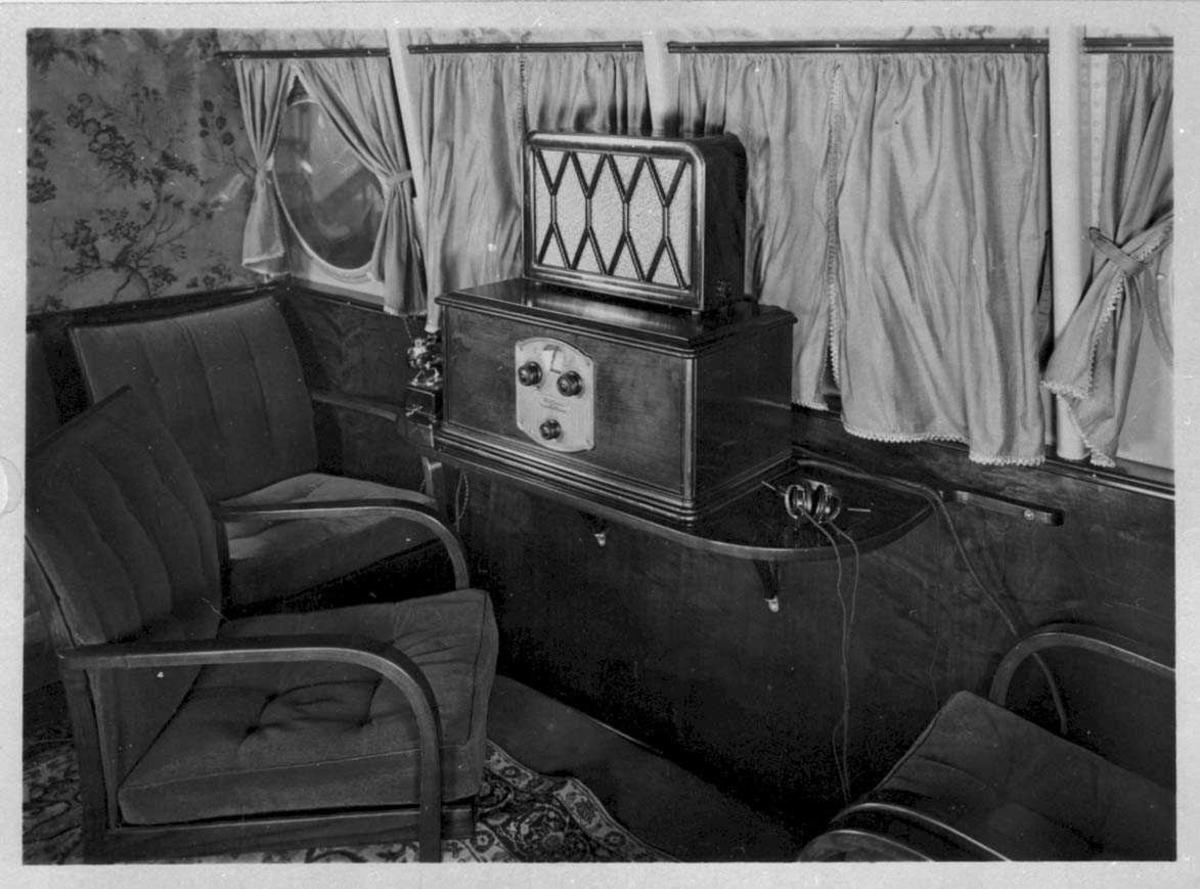 Fra flycabinen til en Dornier X. Salong med radio.