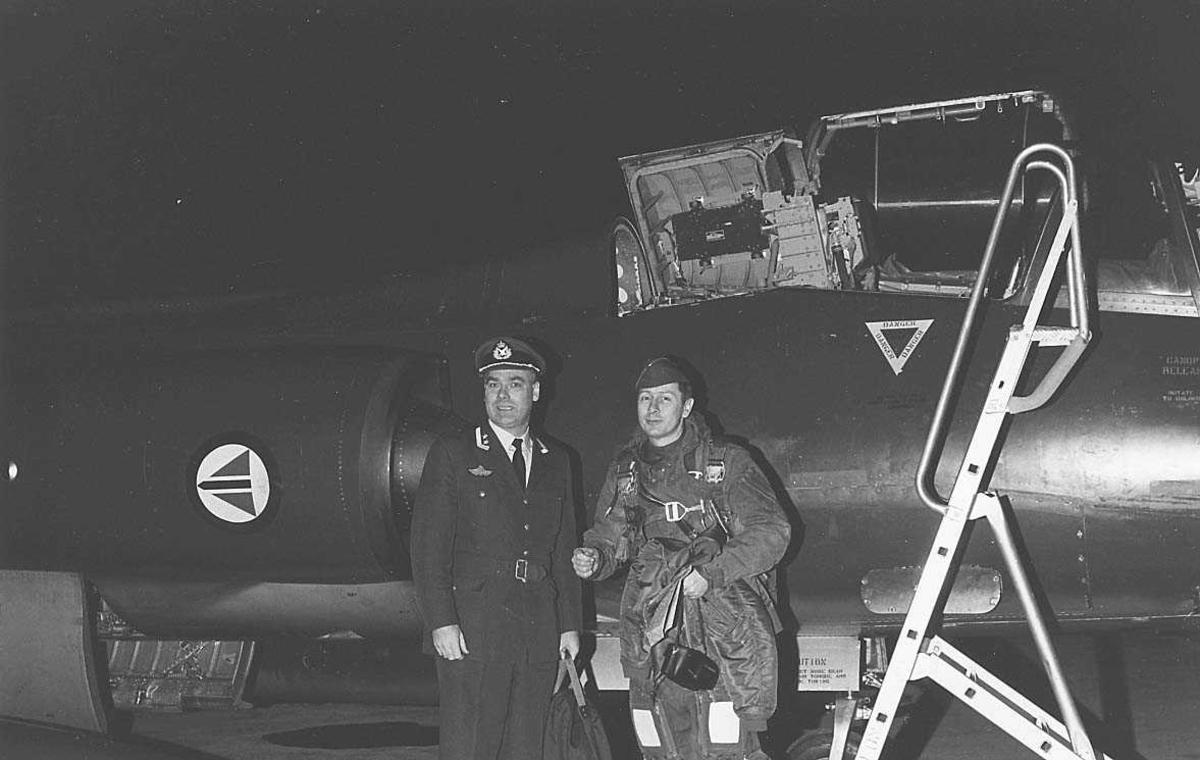 2 personer forran et fly.