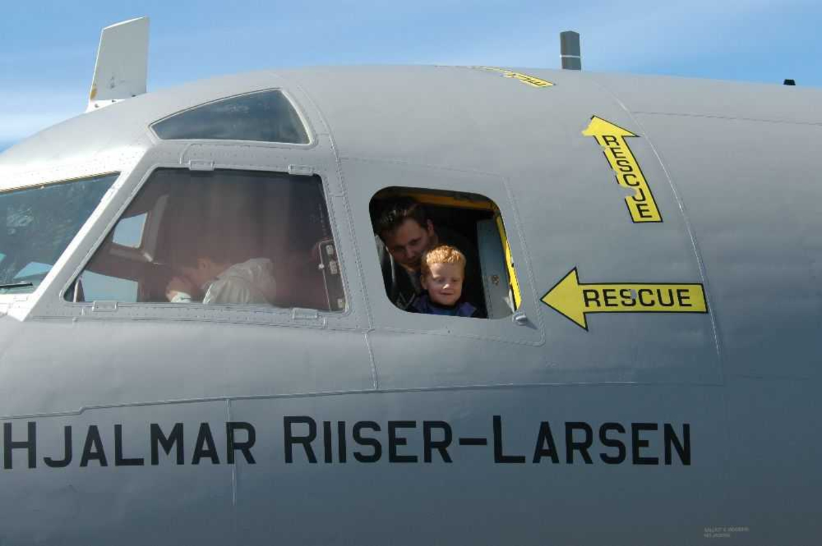 "Detaljfoto fra Cockpit, Orion P-3N ""Hjalmar Riiser-Larsen"" fra 333 Skvadronen."