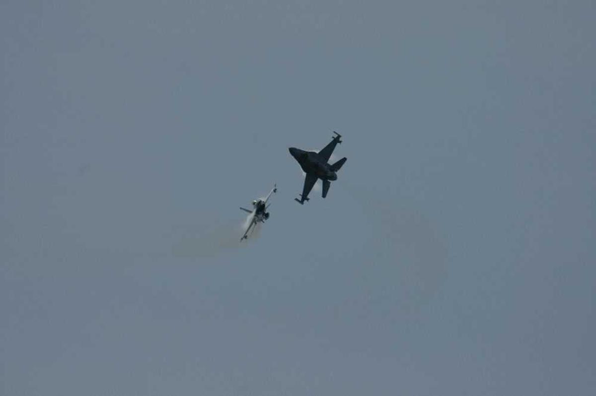 To fly i lufta. F-16.