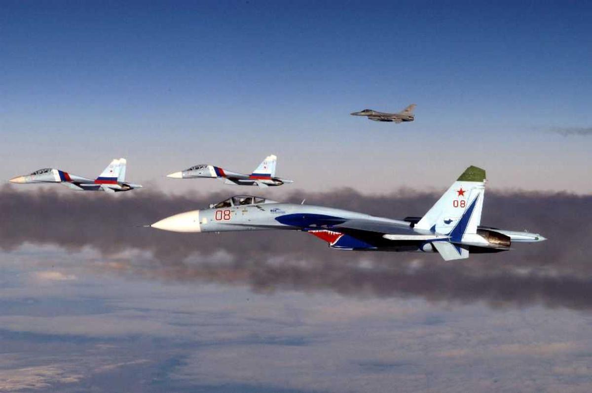 Luftfoto, Flere jagerfly, i forgrunnen Mig-35, 08 (evenuelt Mig 29)