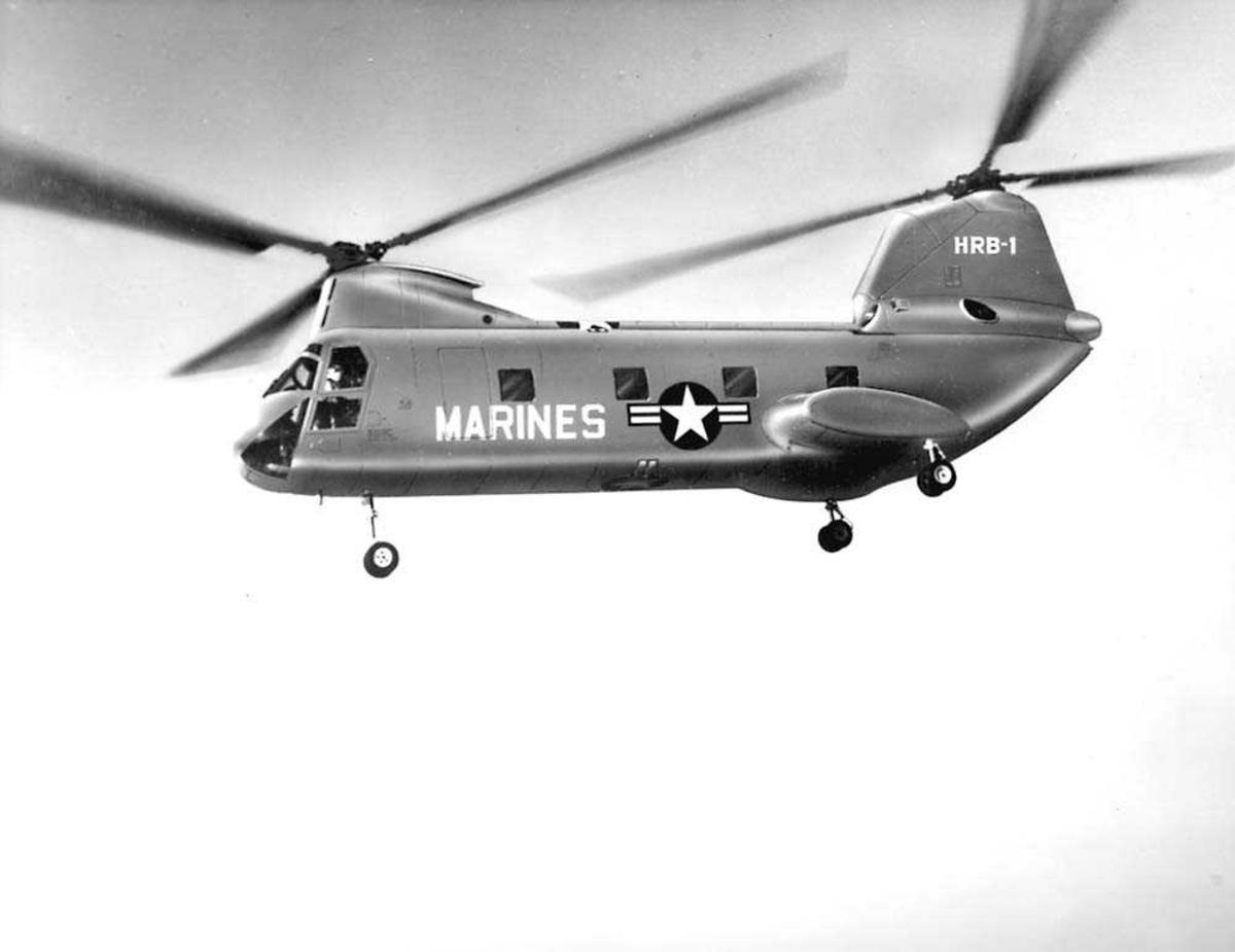 1 helikopter i luften. Boeing Vertol CH-46A/HRB-1 Sea Knight.